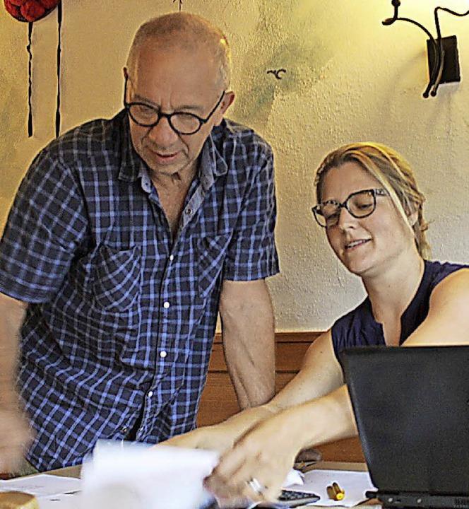 Esther Hummel und Wolfgang Funke wünsc...eine genossenschaftliche Perspektive .  | Foto: Erich Krieger
