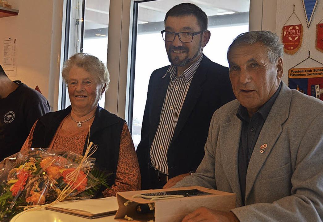 Hubert Strittmatter überreichte Landes...zt, freute sich über den Blumenstrauß.  | Foto: Christiane Sahli