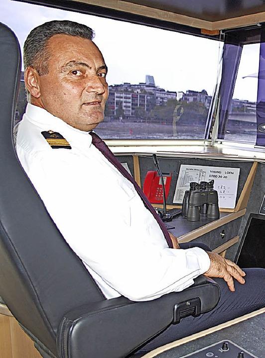 Der stellvertretende Kommandant auf de...ie Orte, die an der Reiseroute liegen.  | Foto: Thomas Loisl Mink