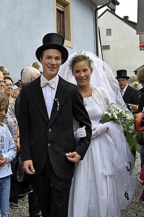 Das Hochzeitspaar    Foto: Ralph Fautz