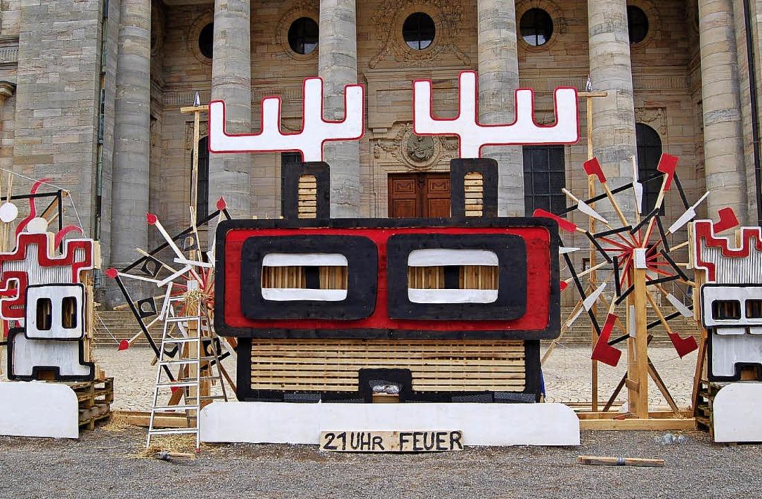 Vorher – Nachher: Die Skulptur L... wärmte die Besucher auf dem Domplatz.  | Foto: Claudia Renk