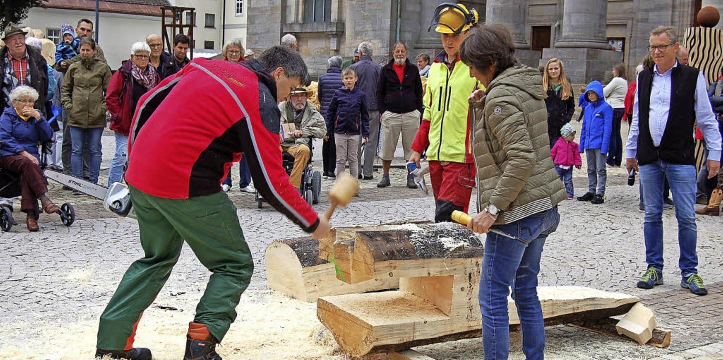 Landrat Martin Kistler und Bürgermeist... von Kunst.Werk für einen guten Zweck.  | Foto: Claudia Renk