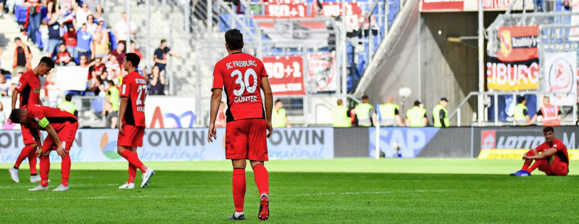 Alles gegeben, und doch verloren: nied...er nach dem 1:3 bei der TSG Hoffenheim    Foto: Keller