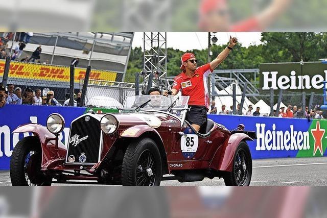 Vettel hat nur im Oldtimer Spaß