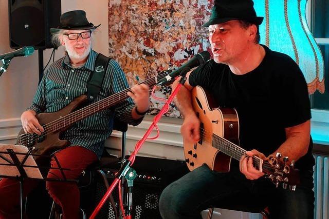Saisonauftakt im Café am Hebel in Schopfheim mit Songs, die das Leben schreibt