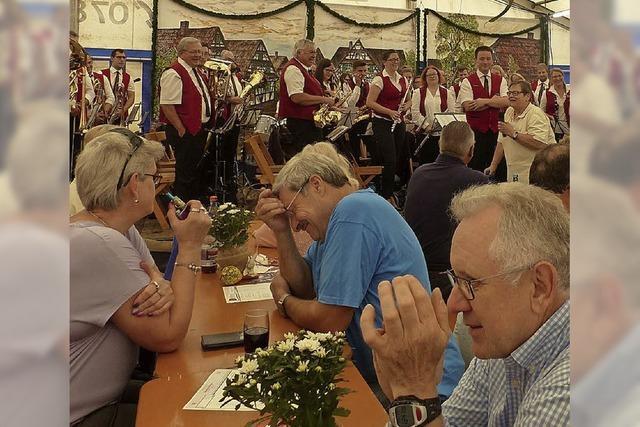 Klang und Tanz im Festzelt