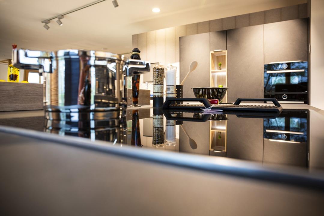 Rückenschmerzen durch eine zu hohe ode...tsfläche gehören der Vergangenheit an.  | Foto: Fischer Küchenatelier GmbH