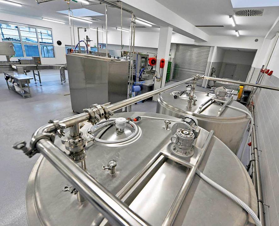 Edelstahl prägt die neue Hofeis-Produktionsanlage  | Foto: Michael Bamberger