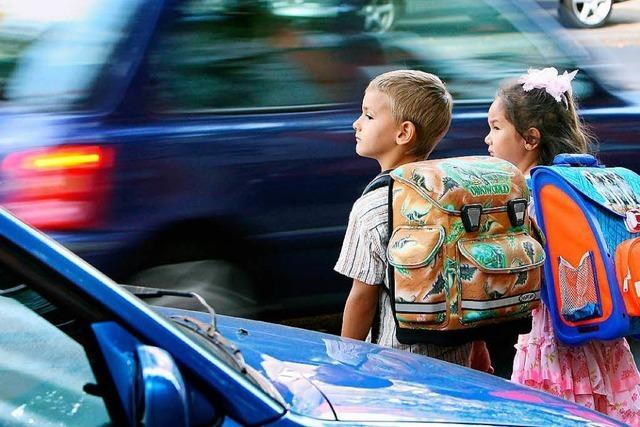 Muss ein Busfahrer vorsorglich bremsen, wenn er ein Kind auf dem Gehsteig sieht?