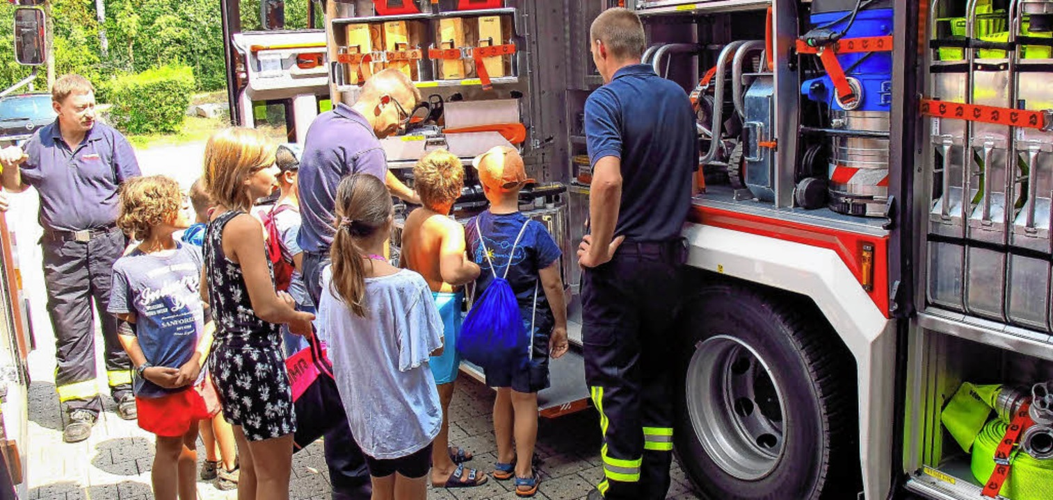 Das Team der Bad Bellinger Jugendfeuer... Feuerwehrfahrzeug untergebracht sind.  | Foto: Jutta Schütz