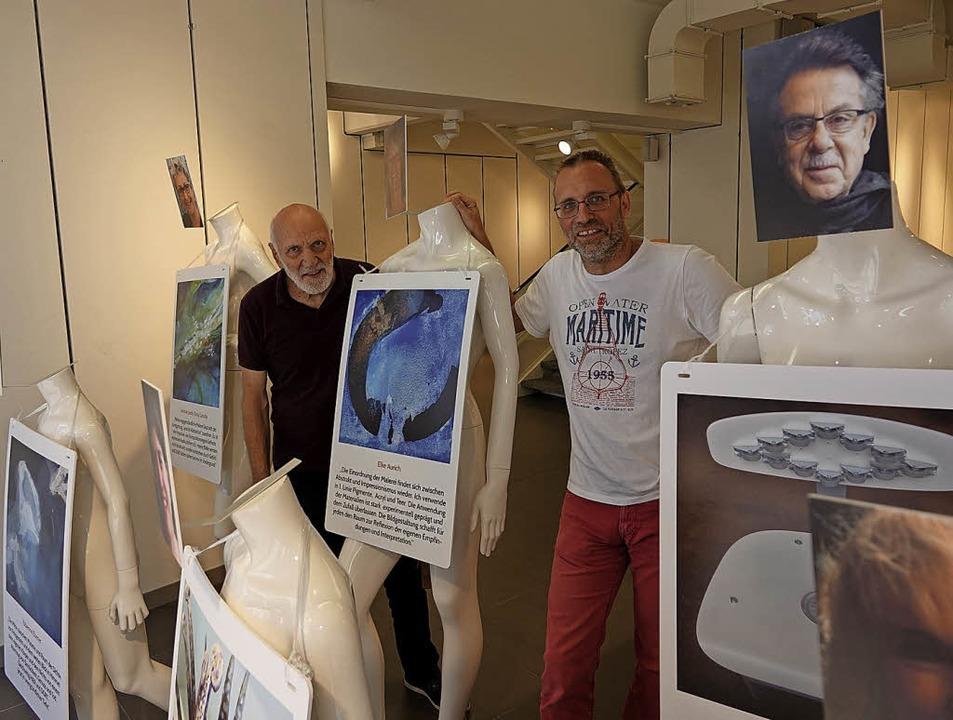 Bringen Kunst in den ehemaligen Kleide...Fernand Hofer (links) und Markus Raub   | Foto: Valentin Zumsteg