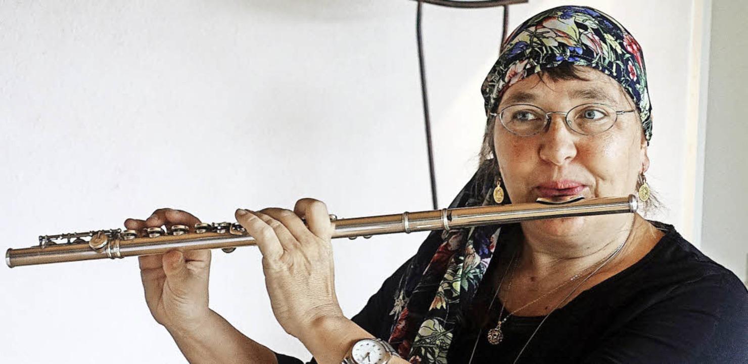 Die Flötistin Kathrin Beddig erzählte ihre Klanggeschichten im Haus am Stalten.   | Foto: Roswitha Frey