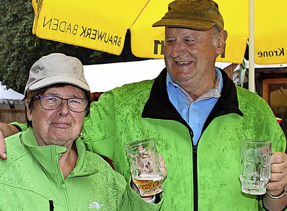 Renate und Wolfgang Naujokat aus der U...chten einen Abstecher zum Straßenfest.    Foto: Adelbert Mutz