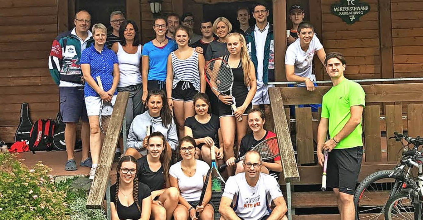 Die engagierten Sportler vom Tennisclu...schwand bei ihrem Schleifchenturnier.   | Foto: Verein