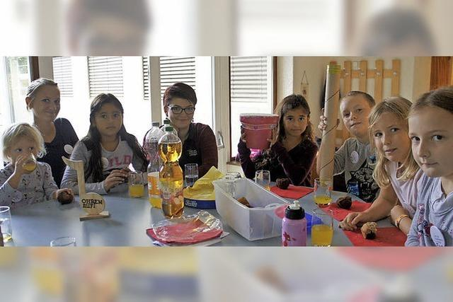 Kinder beweisen Geschick in Instrumentenwerkstatt