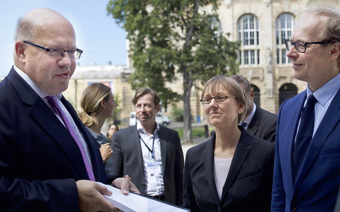 In Freiburg nahm Wirtschaftsminister P...klung des Wettbewerbsrechts entgegen.   | Foto: Niklas GAUS