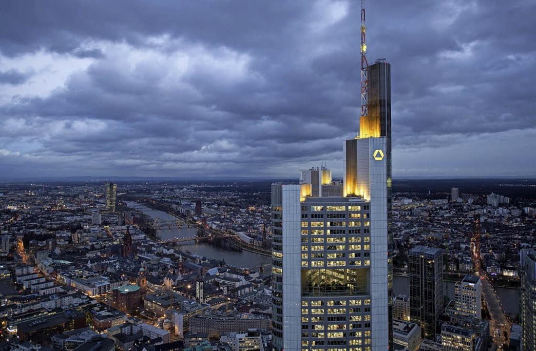 Seit 30 Jahren ist die Commerzbank im ...r Zahlungsdienstleister den Rang ab.    | Foto: dpa