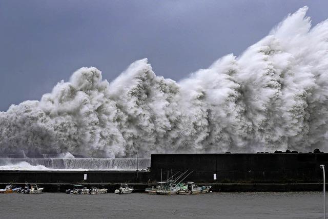 Monster-Taifun kracht auf Japan