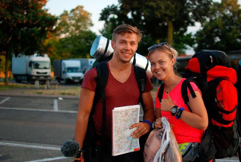 Sebastian und Asia fahren per Anhalter durch Europa.  | Foto: Louis Groß
