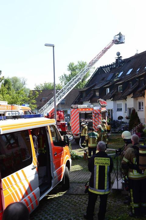 Feuerwehr und Polizei waren im Einsatz...arzt wurden zum Glück nicht gebraucht.  | Foto: Ingo Schneider