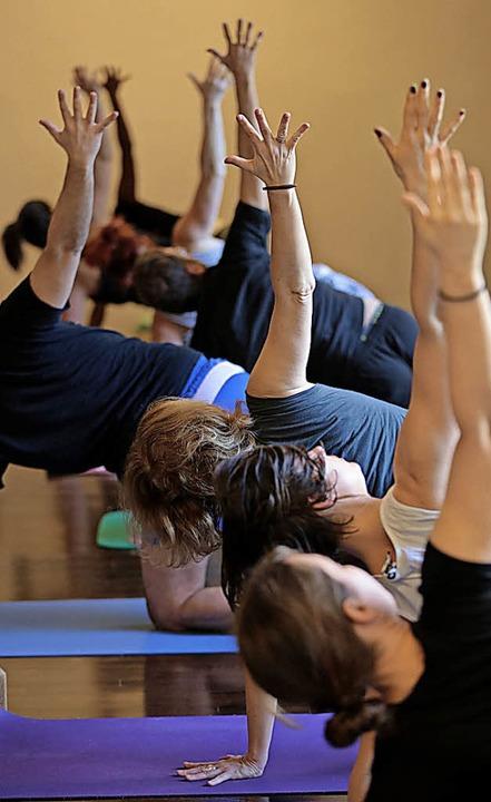 Auch Yoga wird von der VHS Gundelfingen angeboten.     Foto: Oliver Berg
