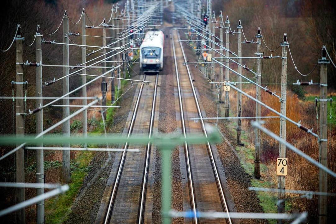 Immer weniger Reisebüros verkaufen Bahntickets.   | Foto: DPA