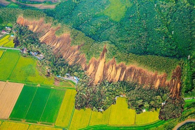 Opfer und Schäden durch starkes Erdbeben in Nordjapan