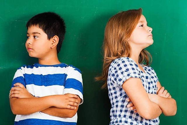 Streiten sich Geschwister, sollten Eltern keine Partei ergreifen