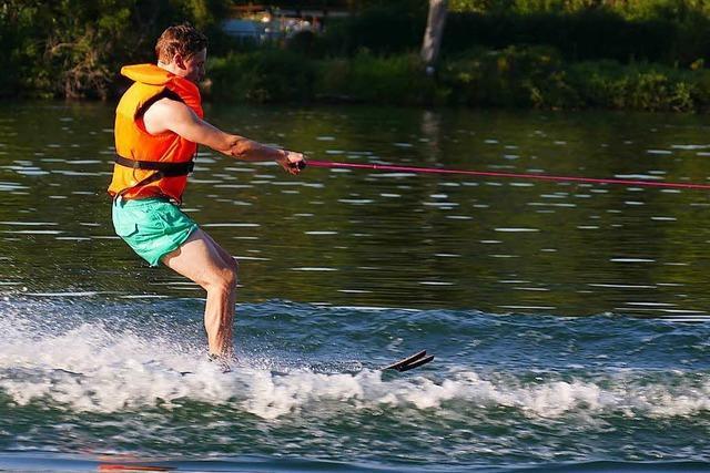 Selbstversuch: Mit 50 Sachen auf Wasserski über den Rhein