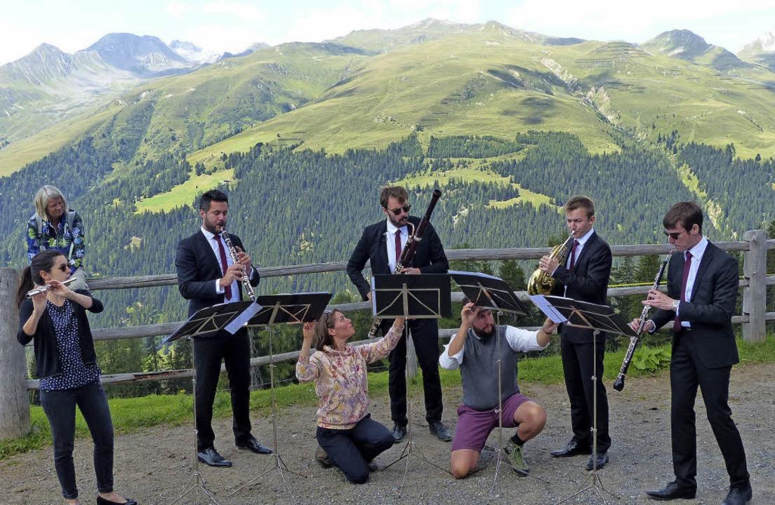 Zauberberge – Musikzauber: ein Holzbläserensemble beim Konzert im Freien   | Foto: rudiger