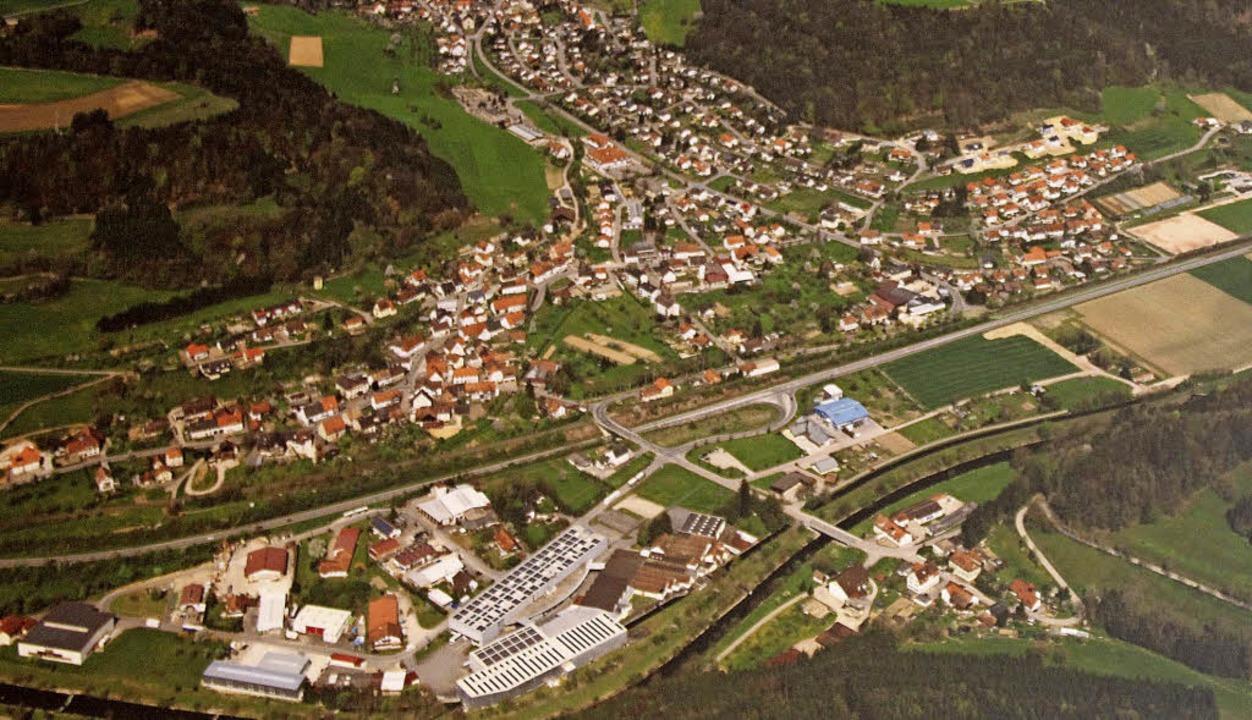 Fast schnurgerade führt jetzt die B 31...ein Gewerbegebiet ausgewiesen werden.   | Foto: Gemeinde Eggingen