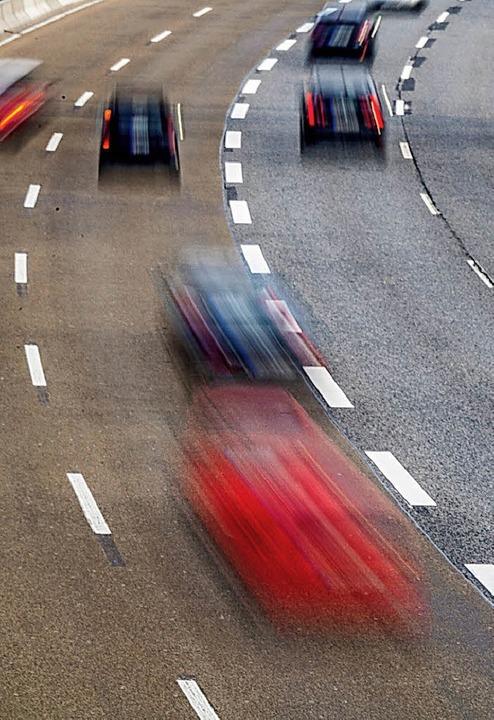 Die Stickoxid-Belastung durch den Verk...ch Diesel-Fahrverbote begrenzt werden.  | Foto: DPA