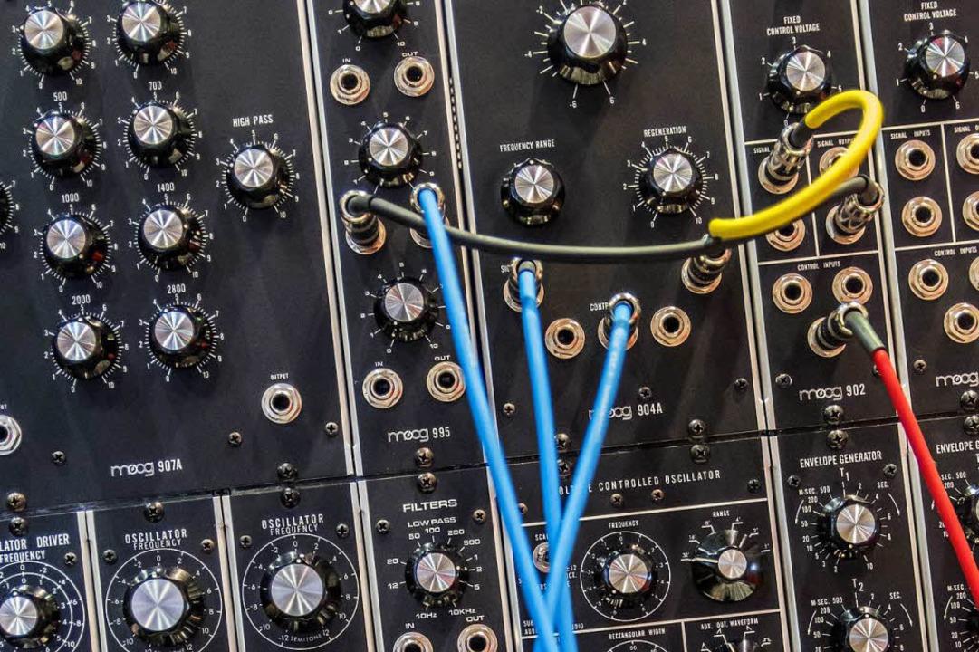Im Vitra Design Museum in Weil am Rhei...iedene Synthesizer ausprobiert werden.  | Foto: Steve Harvey/unsplash.com