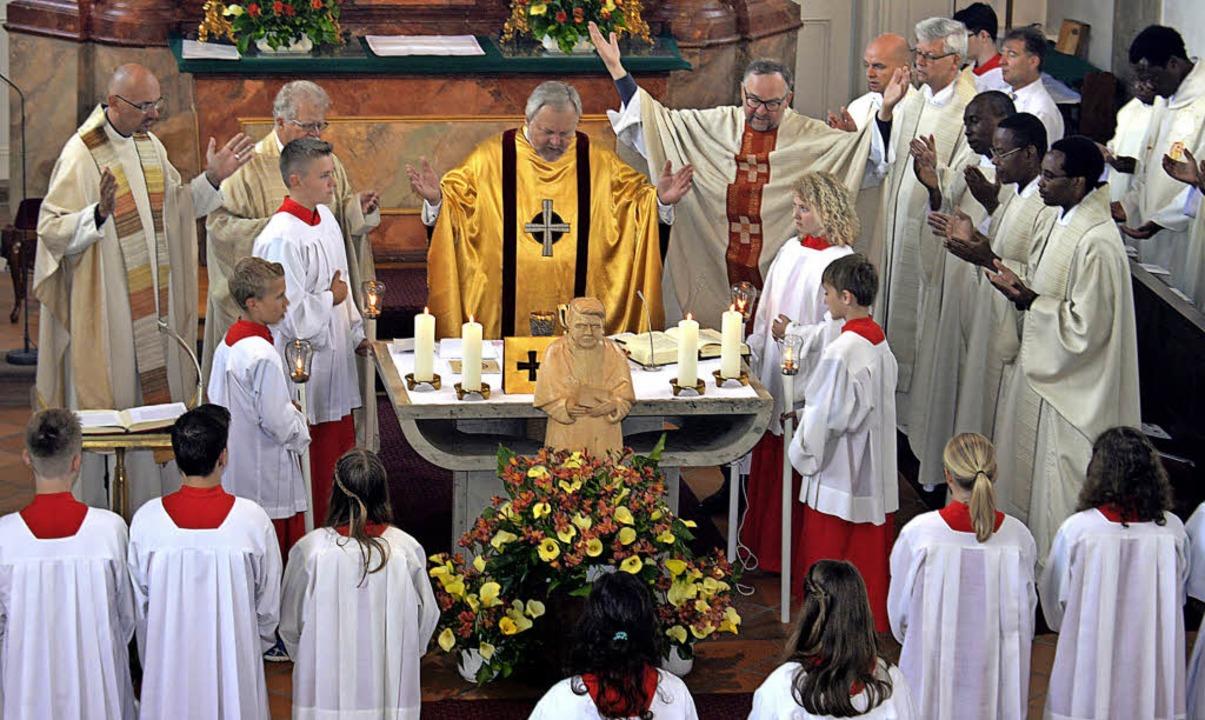 2016 feierten Salvatorianer aus Europa...nten beginnt um 11 Uhr im Schlosshof.   | Foto: Alfred Scheuble