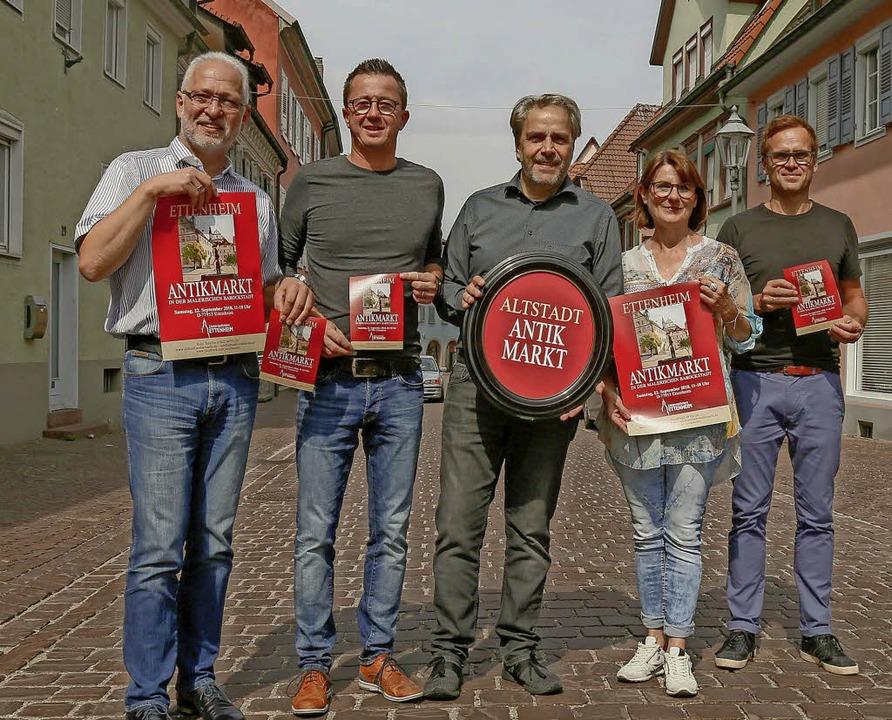 Die Macher des ersten Antikmarktes in ...och, Jutta Schlesinger und Thilo Haas.    Foto: Sandra DEcoux-Kone