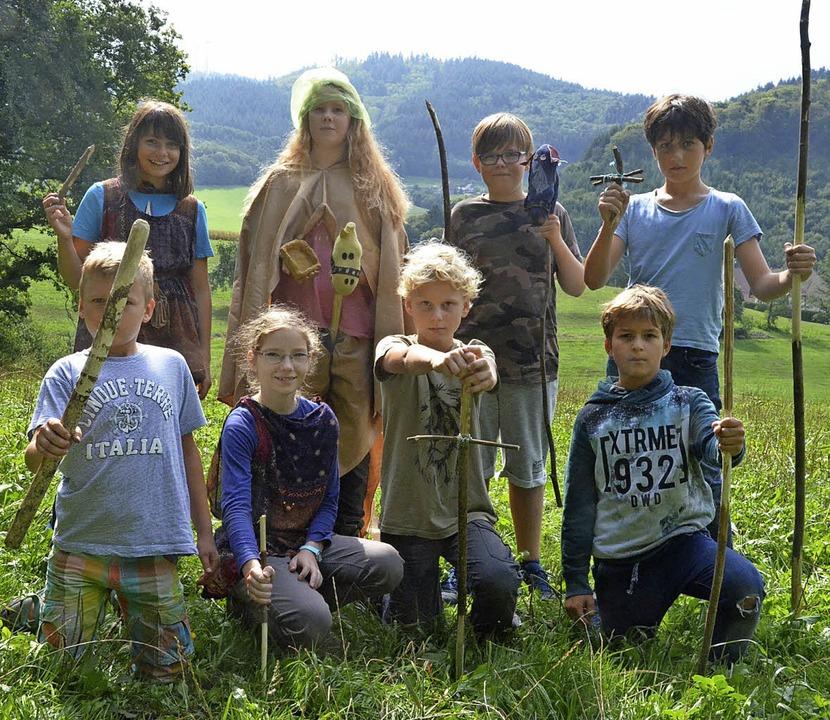 Schwerter, Lanzen, Steckenpferde &#821...ren eigenen Händen hergestellt haben.   | Foto: Sebastian Krüger