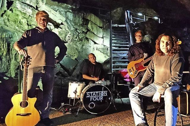 Rockband trifft auf Tropfsteinhöhle