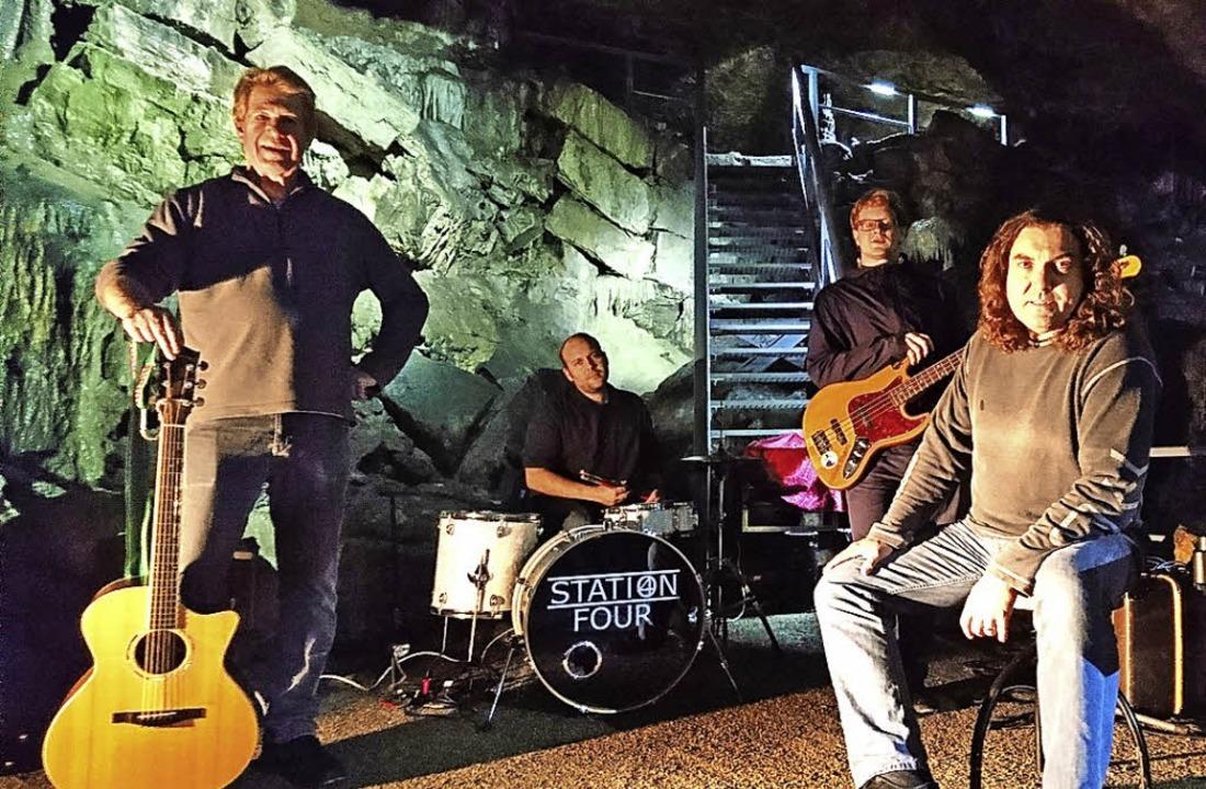 """Die vier Jungs von """"Station Four"""" in der Hasler Höhle.    Foto: Enrico Helbig"""