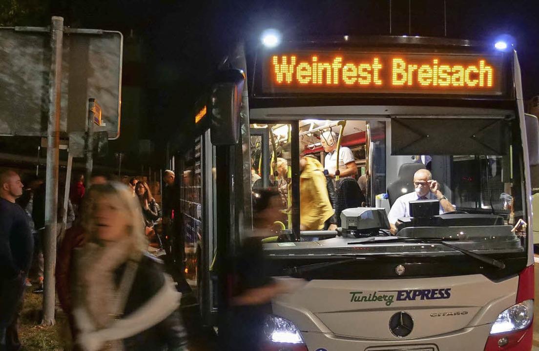 11000 Besucher nutzten in diesem Jahr die Buslinien zum Breisacher Weindorf.   | Foto: Patrik Kerber