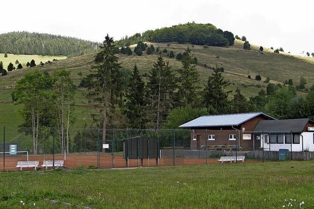 Vom Überbrückungsort zum festen Tennisplatz