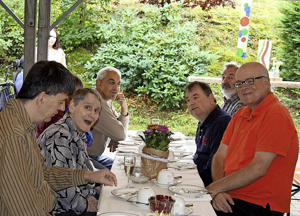 Bewohner feierten das Jubiläum des Wohnhauses, ihrer zweiten Heimat.  | Foto: Picasa
