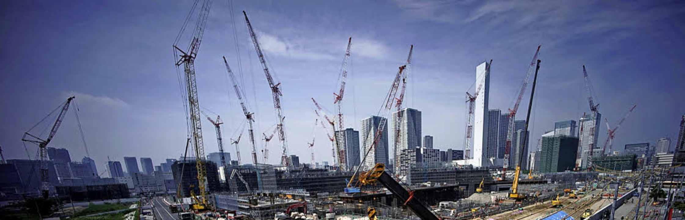 Die Bauarbeiten für die Sommerspiele 2020 sind in vollem Gange.   | Foto: AFP