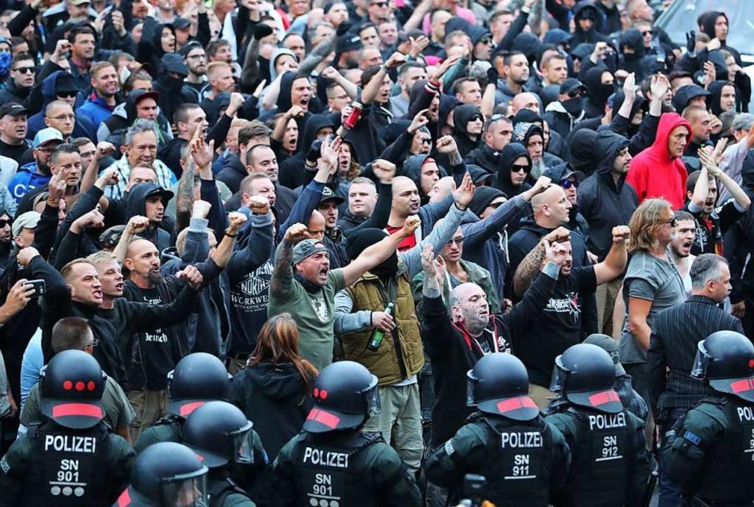 Demonstration  in Chemnitz, nachdem ei...h  von Asylbewerbern  erstochen wurde.  | Foto: dpa