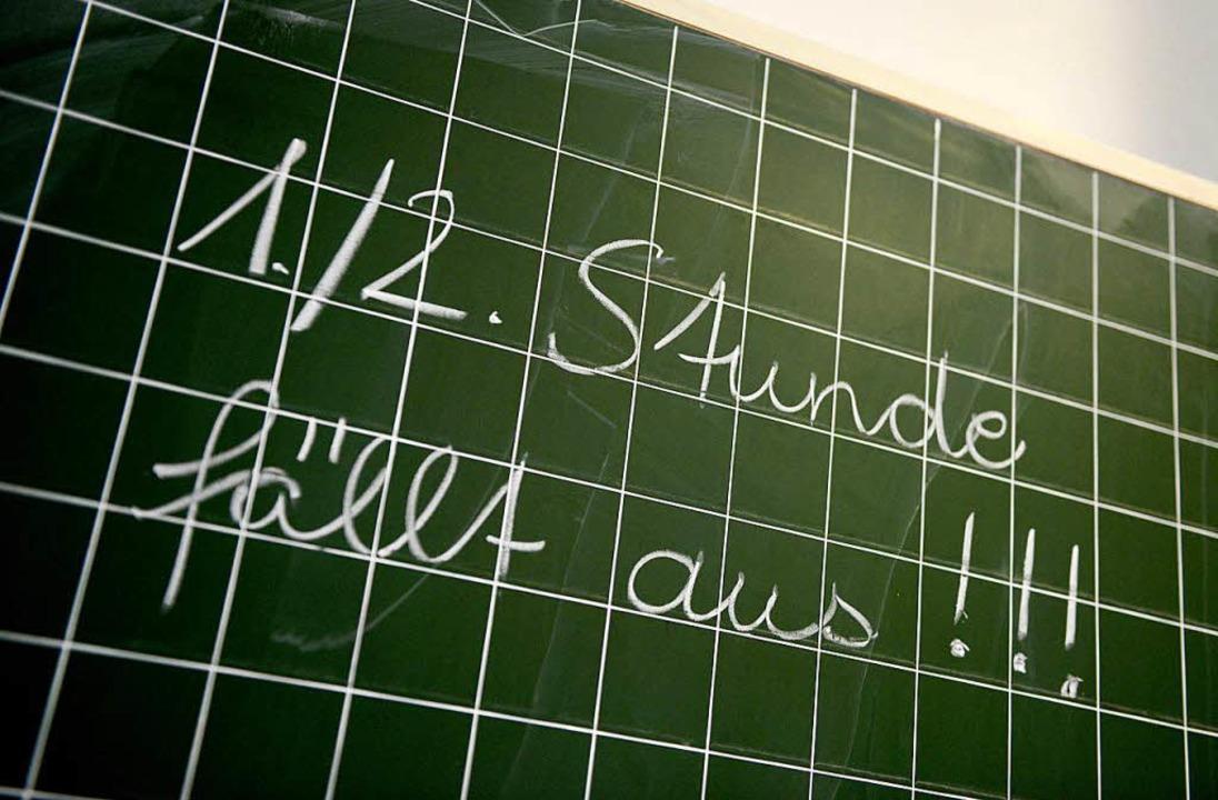 Im Südwesten fallen auch dieses Schulj...s – weil Hunderte Lehrer fehlen.  | Foto: dpa