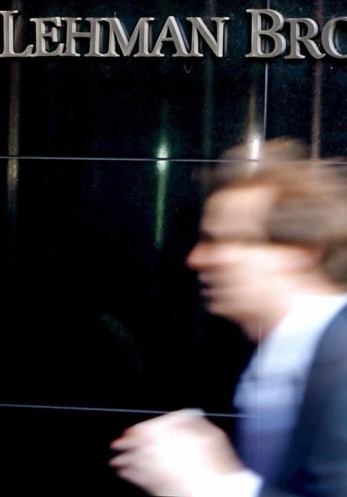 Symbol und Auslöser der Finanzkrise: D...ie Welt an den Rand einer Katastrophe.  | Foto:  dpa