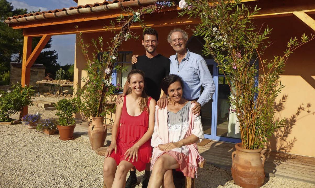 Die musikalische Familie Graf im Hof i...zen Tochter Elena und Mutter Barbara.   | Foto:  Anne Freyer