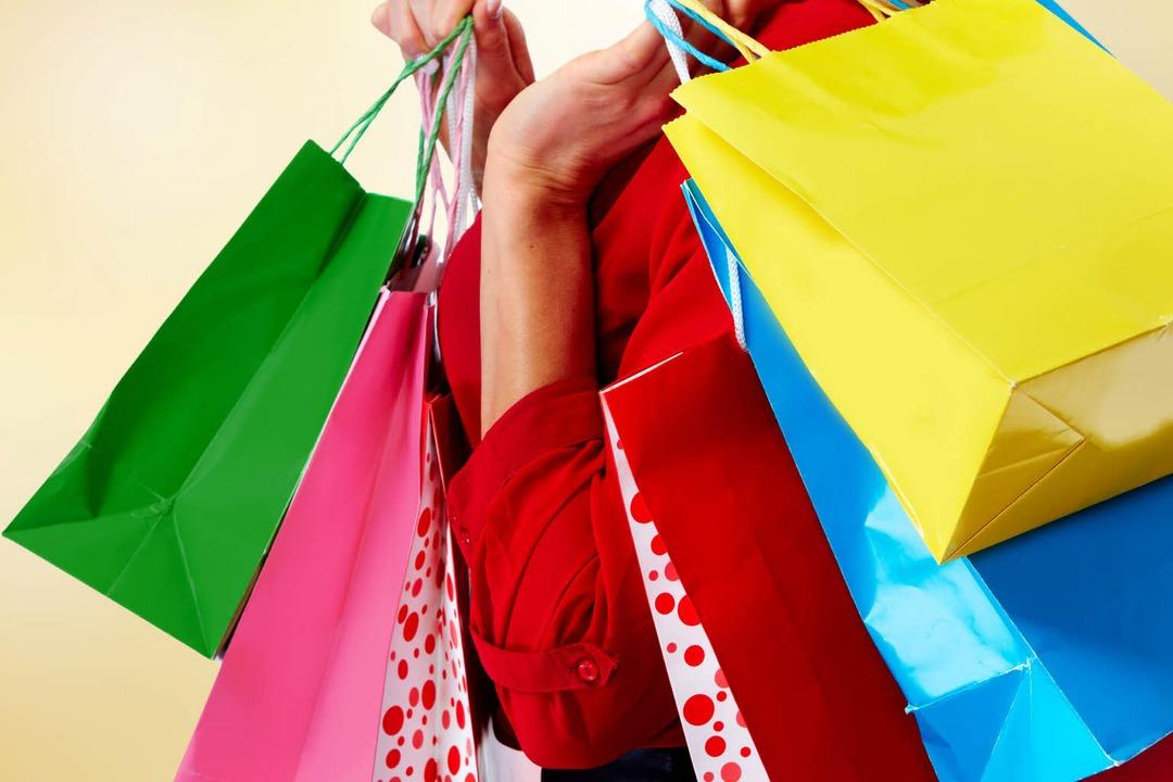 Prall gefüllt sind die Einkaufstüten nicht.  | Foto: Kurhan - stock.adobe.com
