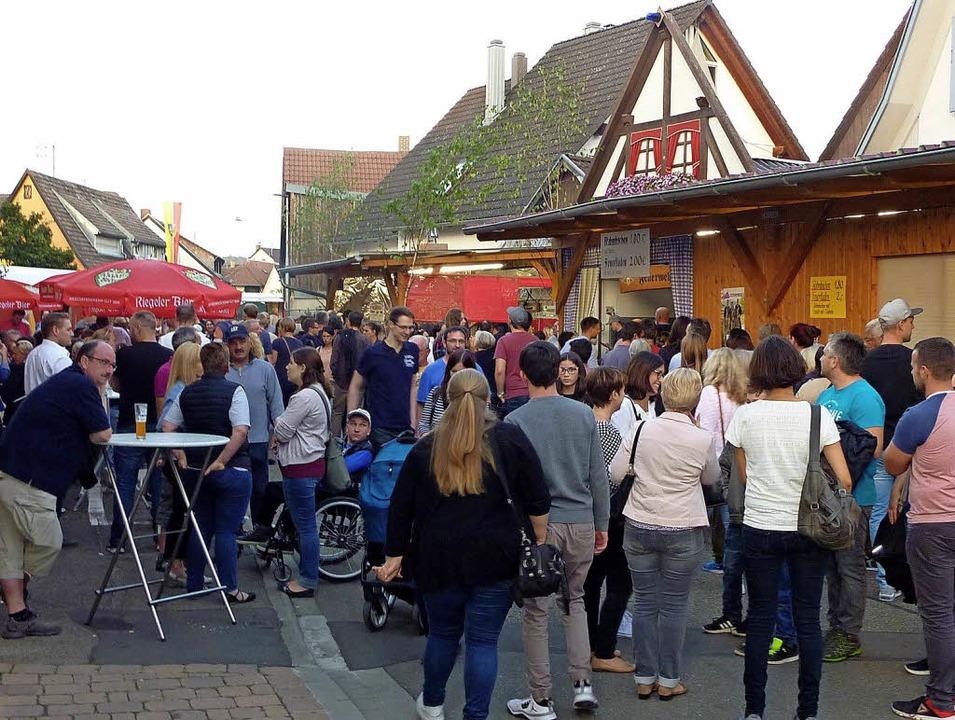 Gut besucht war das Gassenfest –...traditionellen Häusern stimmt einfach.  | Foto: Karlernst Lauffer