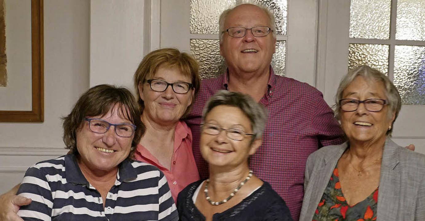 Das Vorstandsteam des Nachbarschaftshi...d Gerlinde Flamm (vorne in der Mitte)   | Foto: Christel Hülter-Hassler