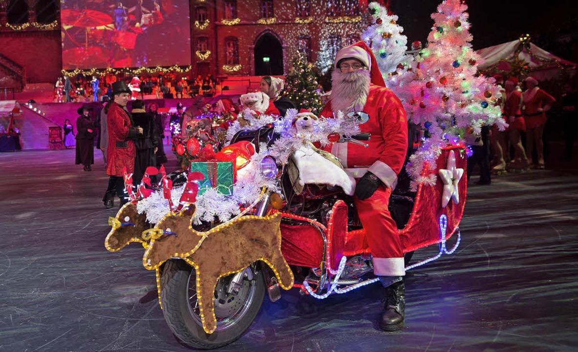 Santiglaeus auf der Harley Davidson, f...i der Hauptprobe des Christmas Tattoos  | Foto: Patrick Straub